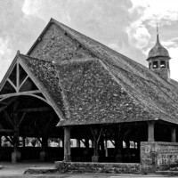 De grootste oude, houten markthall van Bretagne ligt in Le Faouët