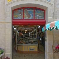 Een kleurige markt in Châtelaillon-Plage (regio Nouvelle-Aquitaine)